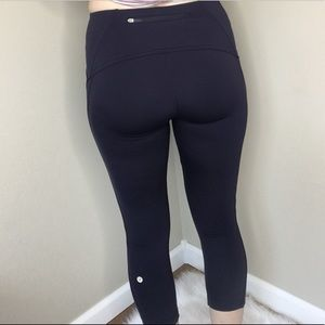 lululemon athletica Pants - Lululemon Rare navy blue crops sz 6 EUC